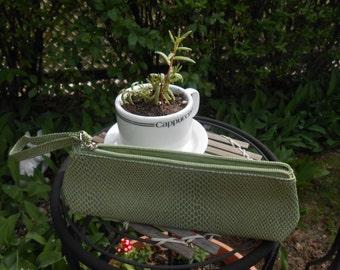 green purse-ette