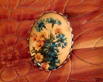 30% DISCOUNT SALE Vintage Flower Cameo Brooch (#2)