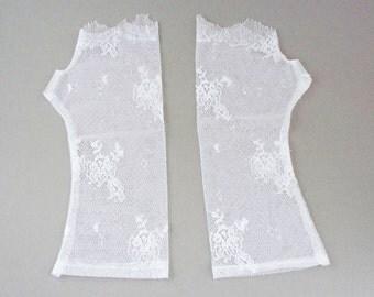 Fingerless wedding gloves, white fingerless gloves, French lace fingerless gloves,  white lace gloves, wedding accessories,