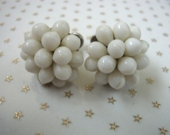 Vintage White Glass Bead Cluster Button Stud Screw Back Earrings //60s// //Mad Men//