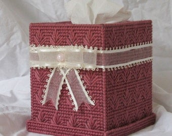 Plastic canvas Tissue box holder