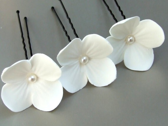 Wedding accessories, bridal hair pin, white flowers with pearls