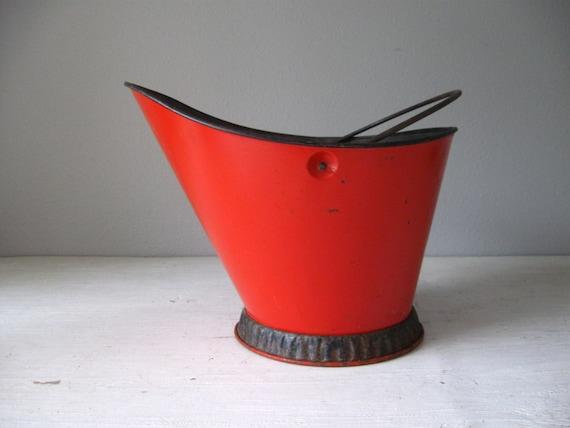 Vintage bucket coal bucket red metal bucket planter for Metal bucket planter