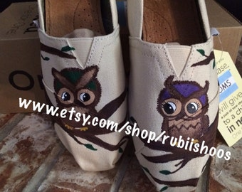 RubiiShoos Original Cute owls sitting on a tree TOMS