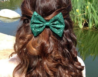 Green Lace Bow