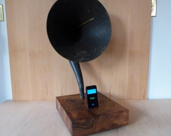 Vintage Gramophone IPhone Player, Magnavox Horn & Walnut Base
