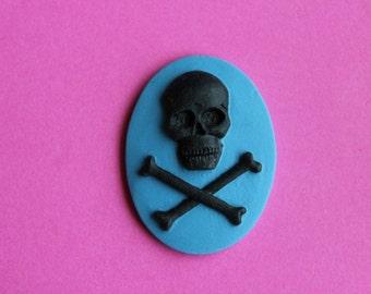 40x30mm Unset Blue Skull & Crossbones Cameo