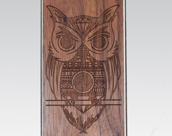 Owl of Wisdom Real Wood iPhone Cover