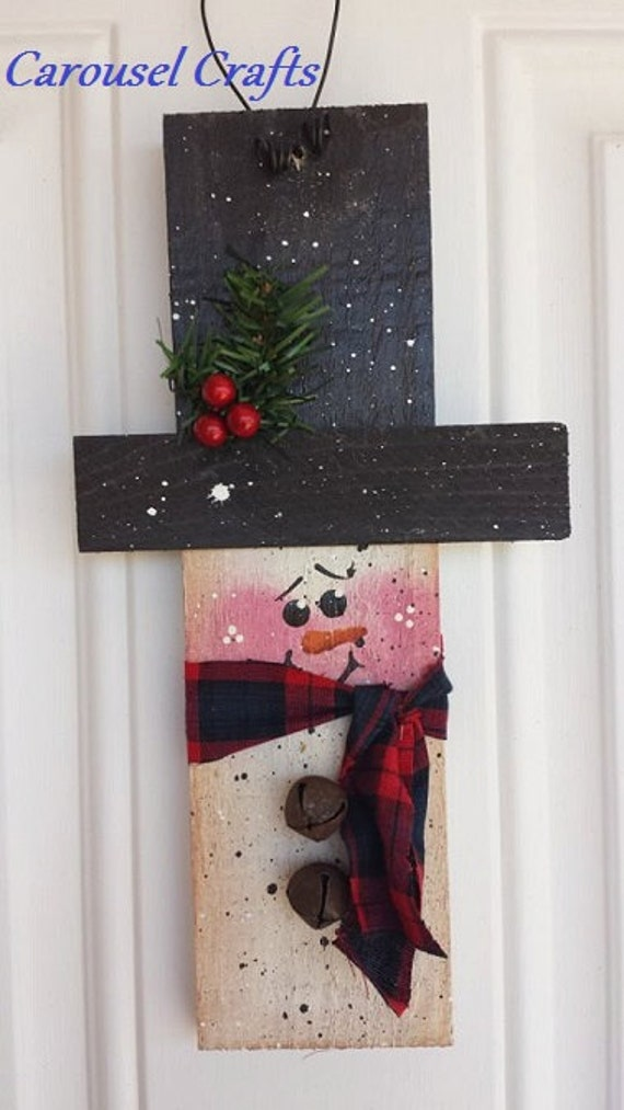 Cute hanging rustic wood snowman for Christmas wood craft projects