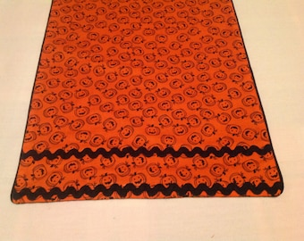 Smiling Pumpkins Table Runner