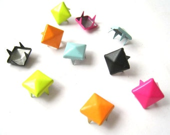 9mm Vivid Colors Metal Pyramid Studs (4 Prongs), 5 Colors Available - Pack of 100pcs