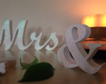 Mr and Mrs signs for sweetheart table - Glitter Sign Mr & Mrs- Wedding decoration