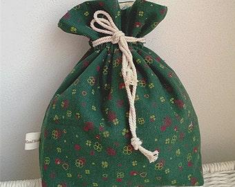 Holiday Gift Bag / Christmas Cloth Bag / Fabric Gift Wrap / Wrapping for Stocking Stuffer / Christmas Party Favor/drawstring bags