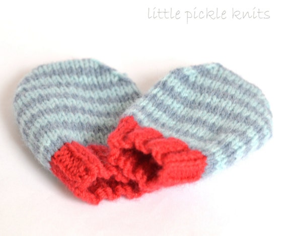 Knitting Pattern For Baby Mittens Without Thumb : SIMPLE BABY MITTENS knitting pattern 4ply stripy mittens
