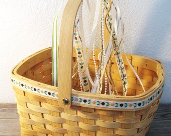 Vintage Flower Girl Basket / Rustic Wedding Basket / Garden Wedding Basket