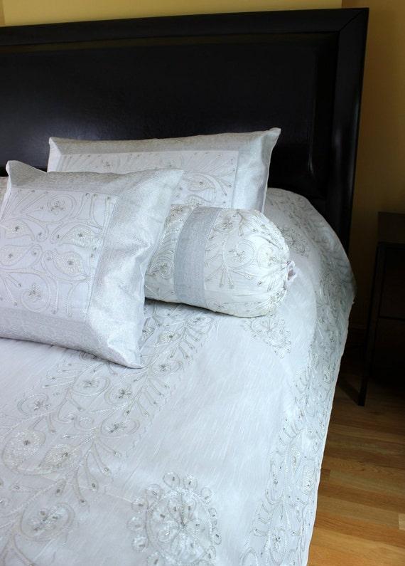 ornement brod housse de couette 7 pi ce d finie. Black Bedroom Furniture Sets. Home Design Ideas
