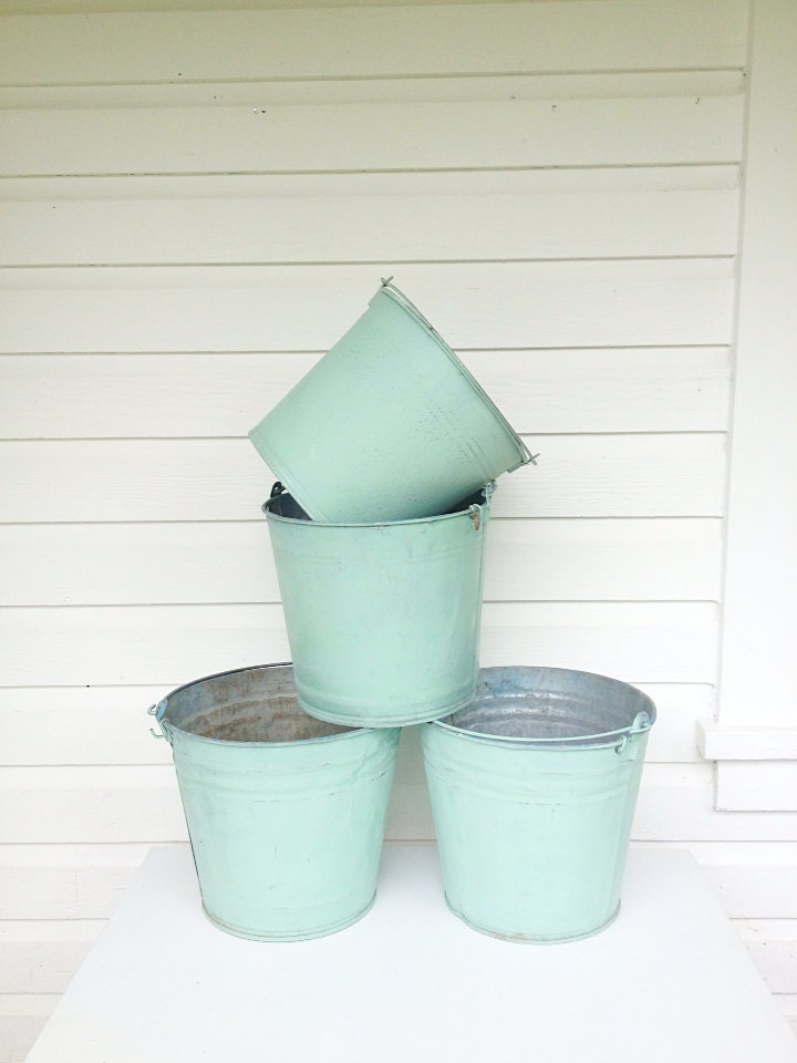 Garden buckets large tin bucket vintage metal by farmhousefare for Old metal buckets