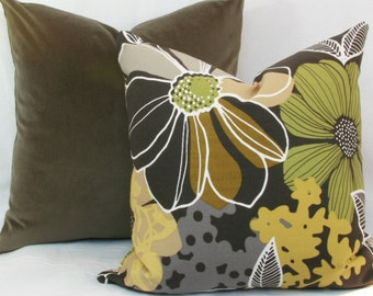 """Retro floral decorative throw pillow cover. 18"""" x 18"""" pillow cover. Accent pillow."""