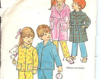 Simplicity 5103  1970's Child's Robe and Pajamas  ID175