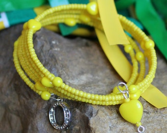 "Oregon Ducks Memory Wire Bracelet, opaque yellow with ""O"" and hearts."