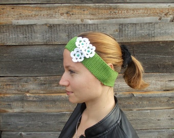Green Knitted Headband with white cute flowers, Ear Warmer, Fall Hair Band, Knit Fashion Accessory, Cozy, gift for women, cute accessory