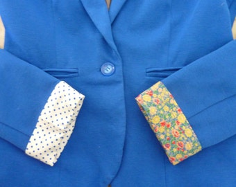 Loose cuffs / sleeves to brighten up any vest or jacket !