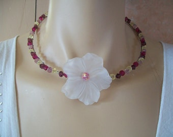 Necklace with flower and Crystal bead