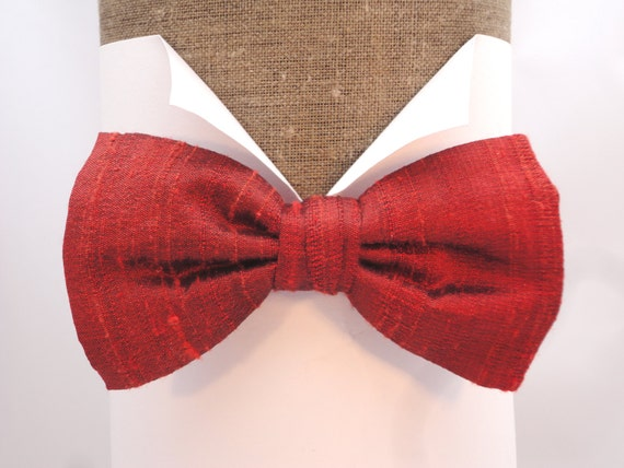 Rust bow tie in 100% silk, pre tied or self tie one size with adjustable neck band.
