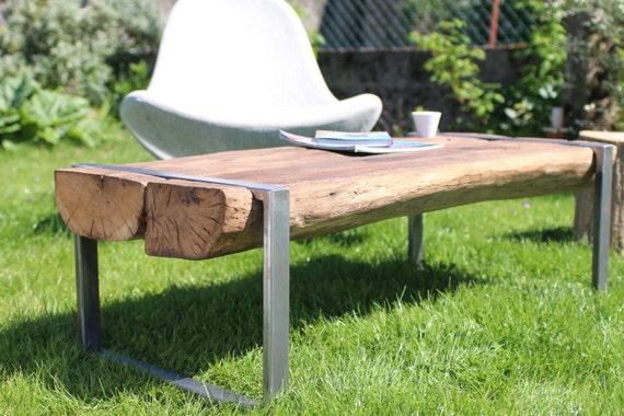 table basse en bois et acier brut r alis e avec une poutre en. Black Bedroom Furniture Sets. Home Design Ideas