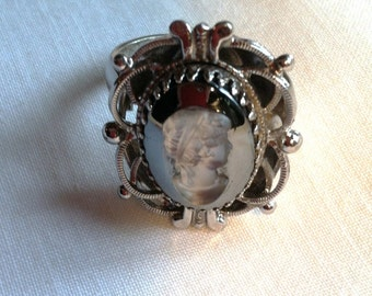 Whiting and Davis Cameo Ring