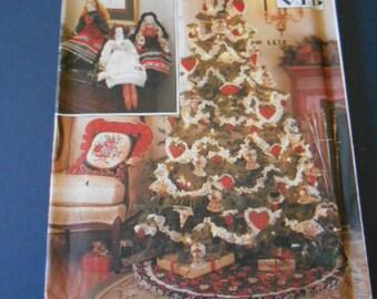 Simplicity 9347, Christmas Decor,  treeskirt, ornaments, misc.