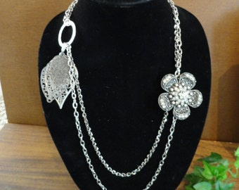 Vintage inspired brooch chain