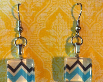 Charming hand-made dangle earrings made with silver metal