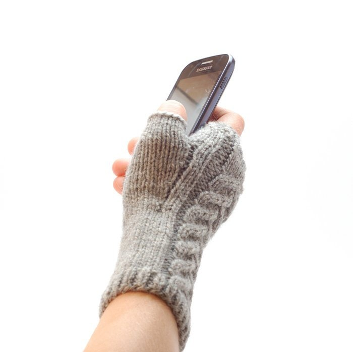 Gloves & Mittens Knitting Patterns. Mittens patterns, fingerless gloves knitting patterns, wristwarmers patterns All the designs to help keep chilly fingers from freezing%(K).