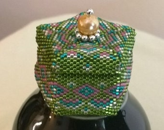 Green and Pink Pentagon Beaded Box