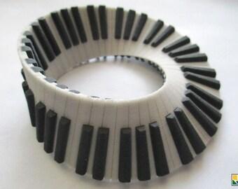 Piano Mobius