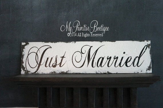 Just Married Sign. Wedding Ceremony Decor. Distressed Signs. Wedding Reception Decor. Wedding Photo Props. Wedding Signs. Wedding Decor.