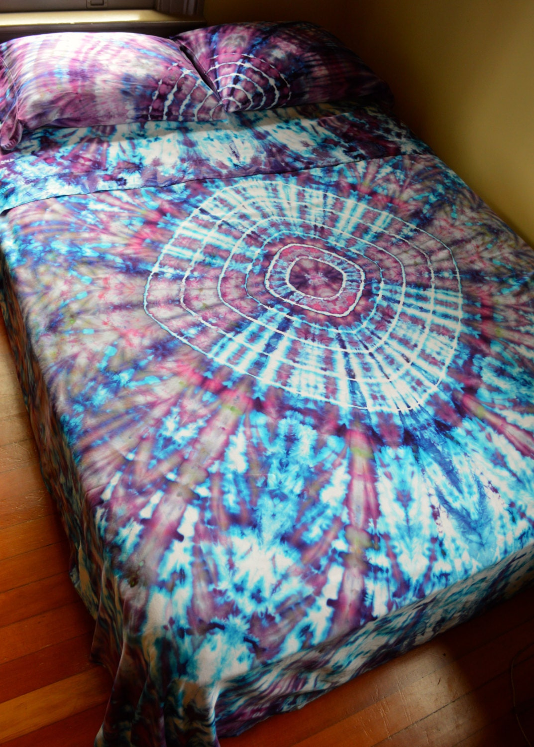 Hand Dyed Tranquillity Queen Sheet Set In Soft Tie Dye Colors