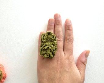 Ring eclair crochet freeform olive green