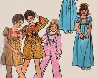 1970s Christmas pajamas, Robe, Gown  Butterick 4003 Vintage 70s Sewing Pattern Girls Size 4