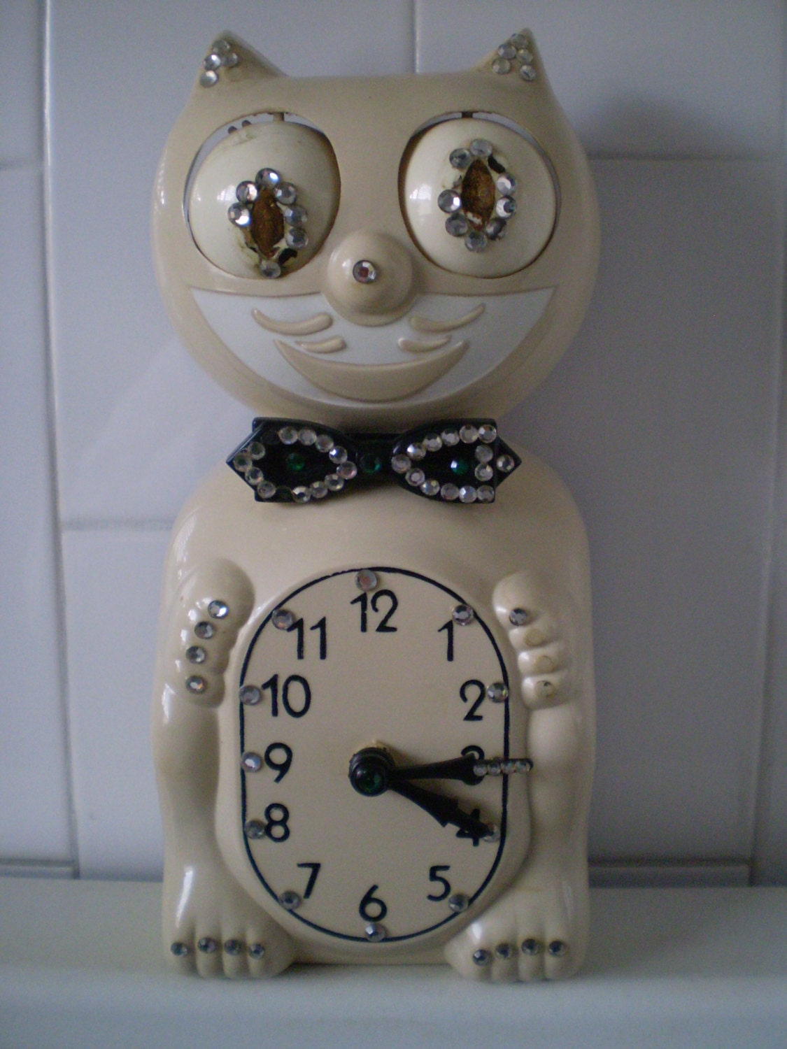 Reduced vintage kit cat clock with rhinestones needstlc - Kitty cat clock ...