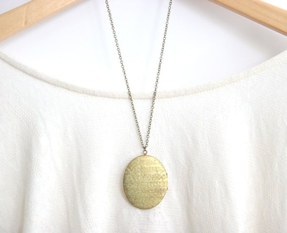 Large Vintage Oval Brass Locket Necklace >> 1970's Long Boho Necklace << Bridesmaid Locket Necklaces >>
