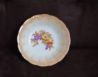 Boston Scallop Salad Bowl--Homer Laughlin--Febuary 1930 Hostess and Gourmet Gifts