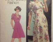 Vintage Pattern Retro 1973 MoD Narrow Shoulder Mini or Maxi Length Dress Miss Size 10