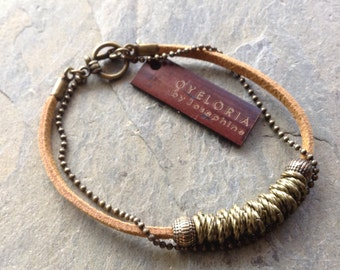 Brass links bracelet with suede - Tan suede bracelet - Brass beaded bracelet - Brass ball chain