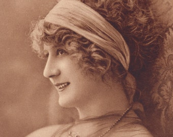 Flapper in Iconic Headband 5, Alfred Noyer Aurographie circa 1920s