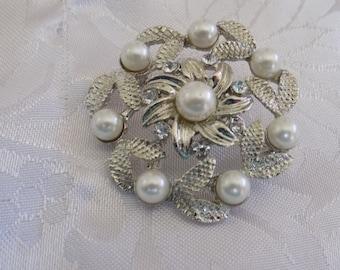 Vintage brooch, pearl and crystal floral brooch, retro brooch, elegant rhodium brooch, vintage jewelry