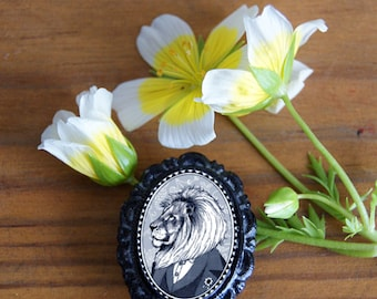 lion brooch - black and white portrait - victorian style cameo