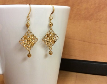 Lightweight gold dangle earrings - Free shipping to CANADA and USA