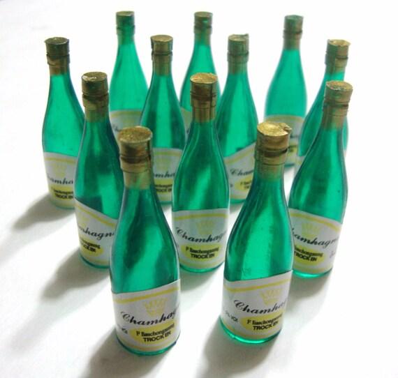 Mini champagne plastic bottles party favors 12 pieces for Empty mini plastic wine bottles